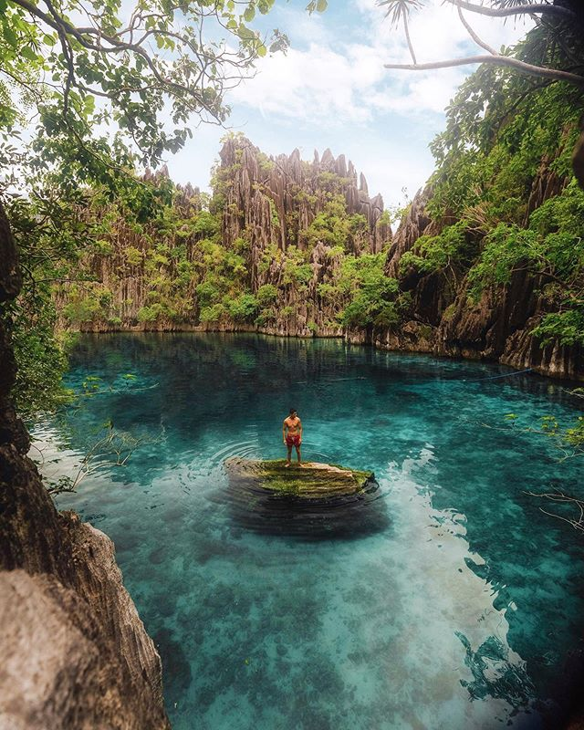 Just got back from being off the grid in the Philippines 🇵🇭 Let's just say going in the typhoon season wasn't my best idea 😅  Although Alex and I didn't have the best weather conditions it was a trip full of great memories. On our last day we visited the famous Twin lagoon. With basically no instagram bangers in the bag already, this was our only chance to get some content. We had an opening of sunshine for about 10 minutes and glad to say we definitely got something 😭😉