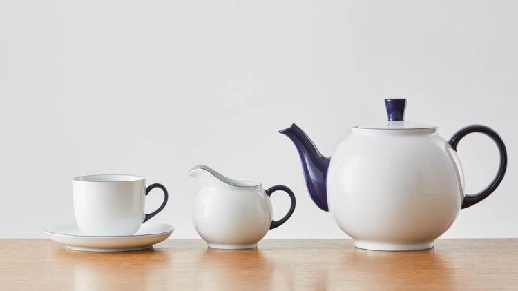 Form 1382 cup, milk jug and teapot.