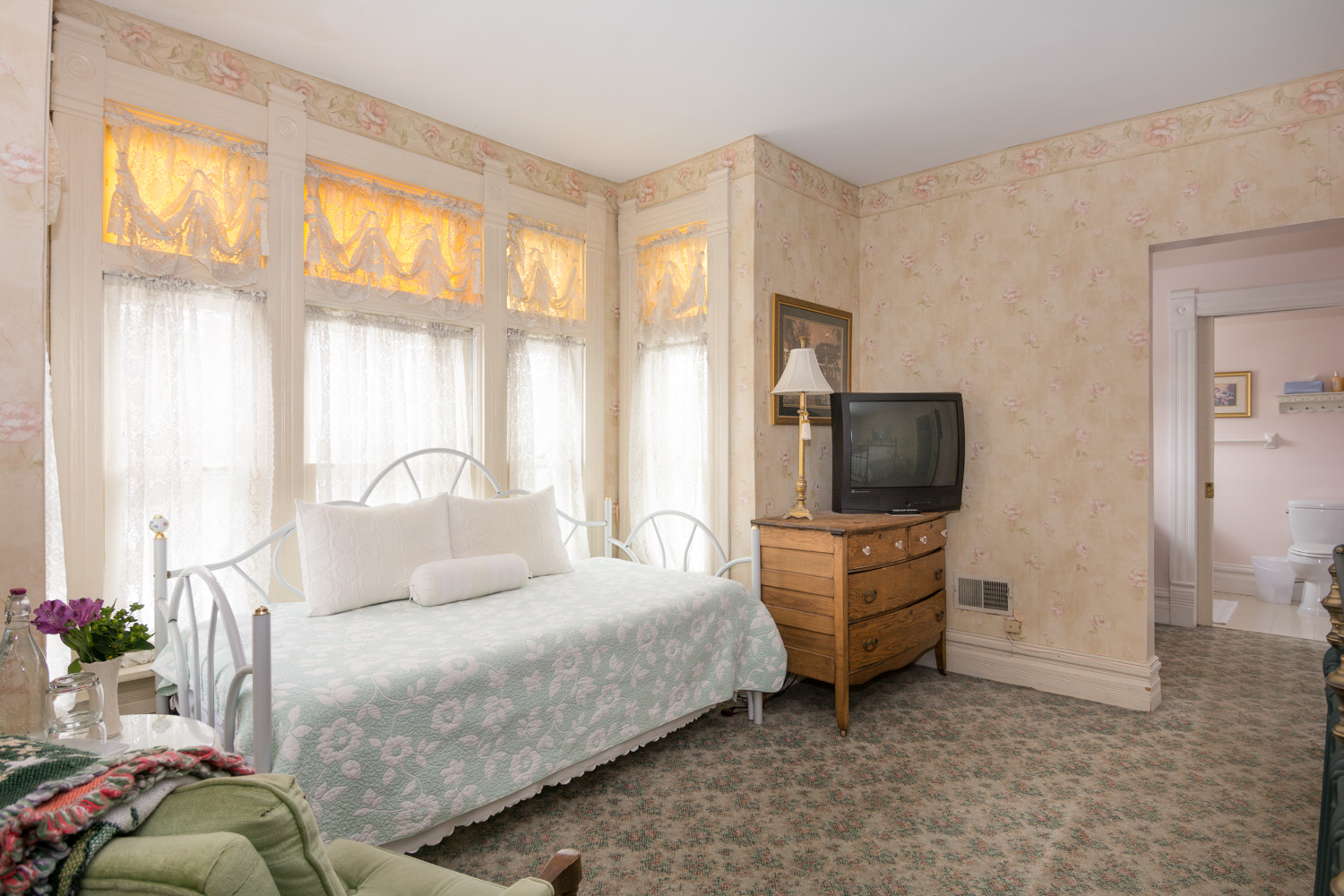 Harrison-House-Bed-and-Breakfast-Columbus-Ohio-Room-1-4