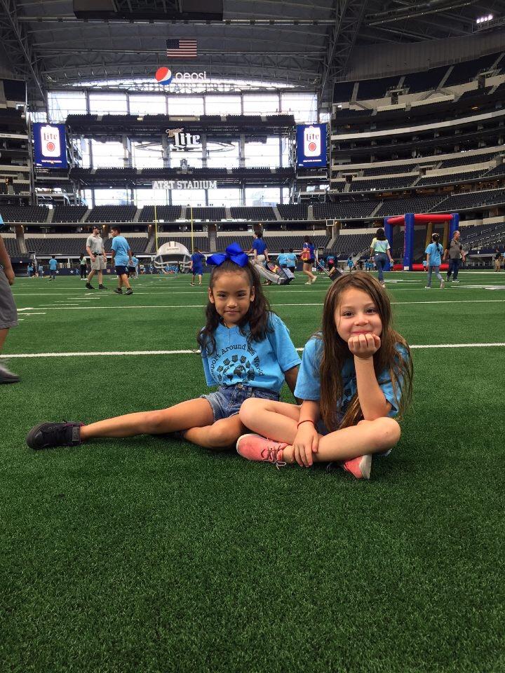 att stadium-girls-faces.JPG