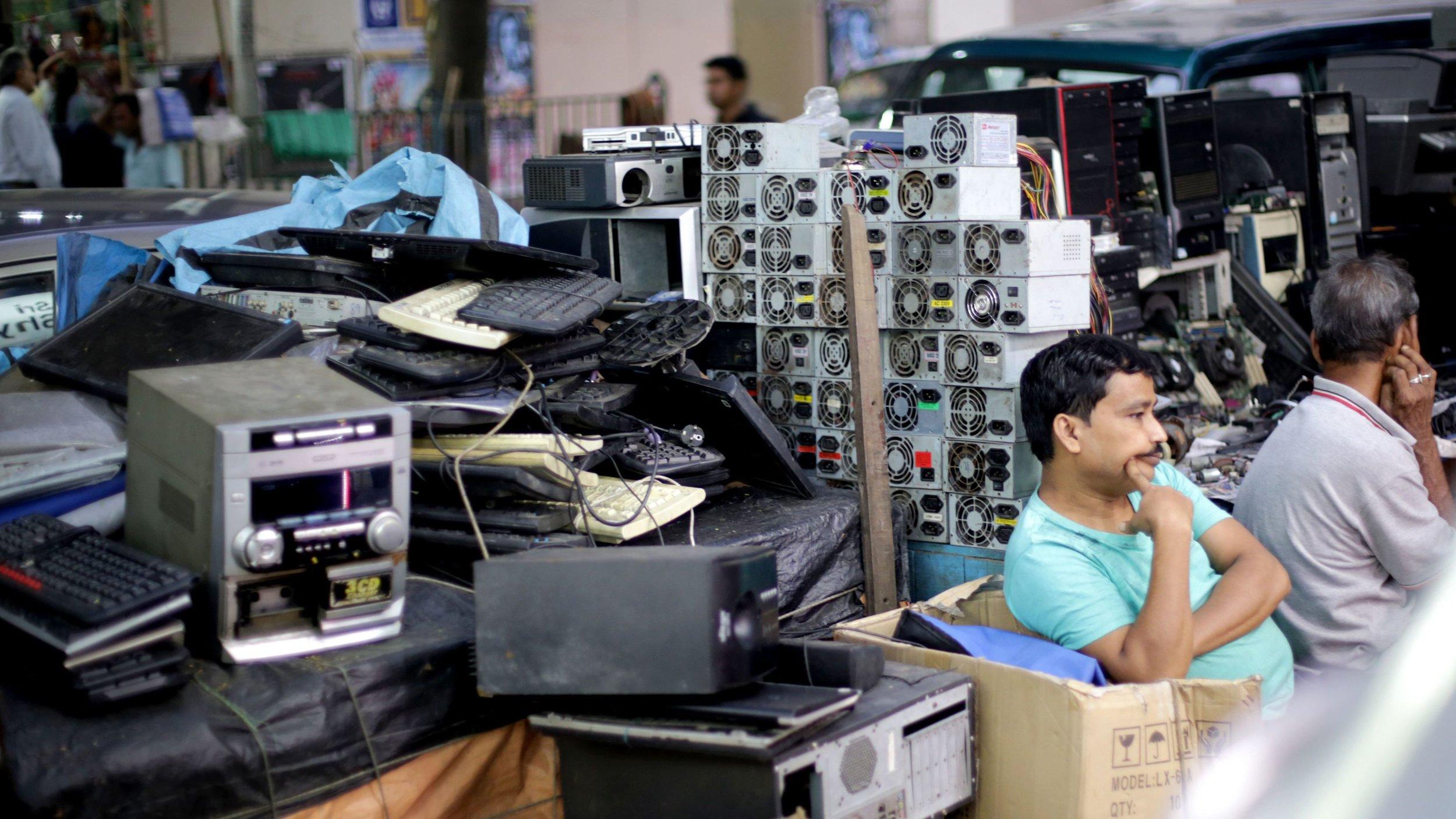 Looking for a fix. (EPA/Piyal Adhikary)