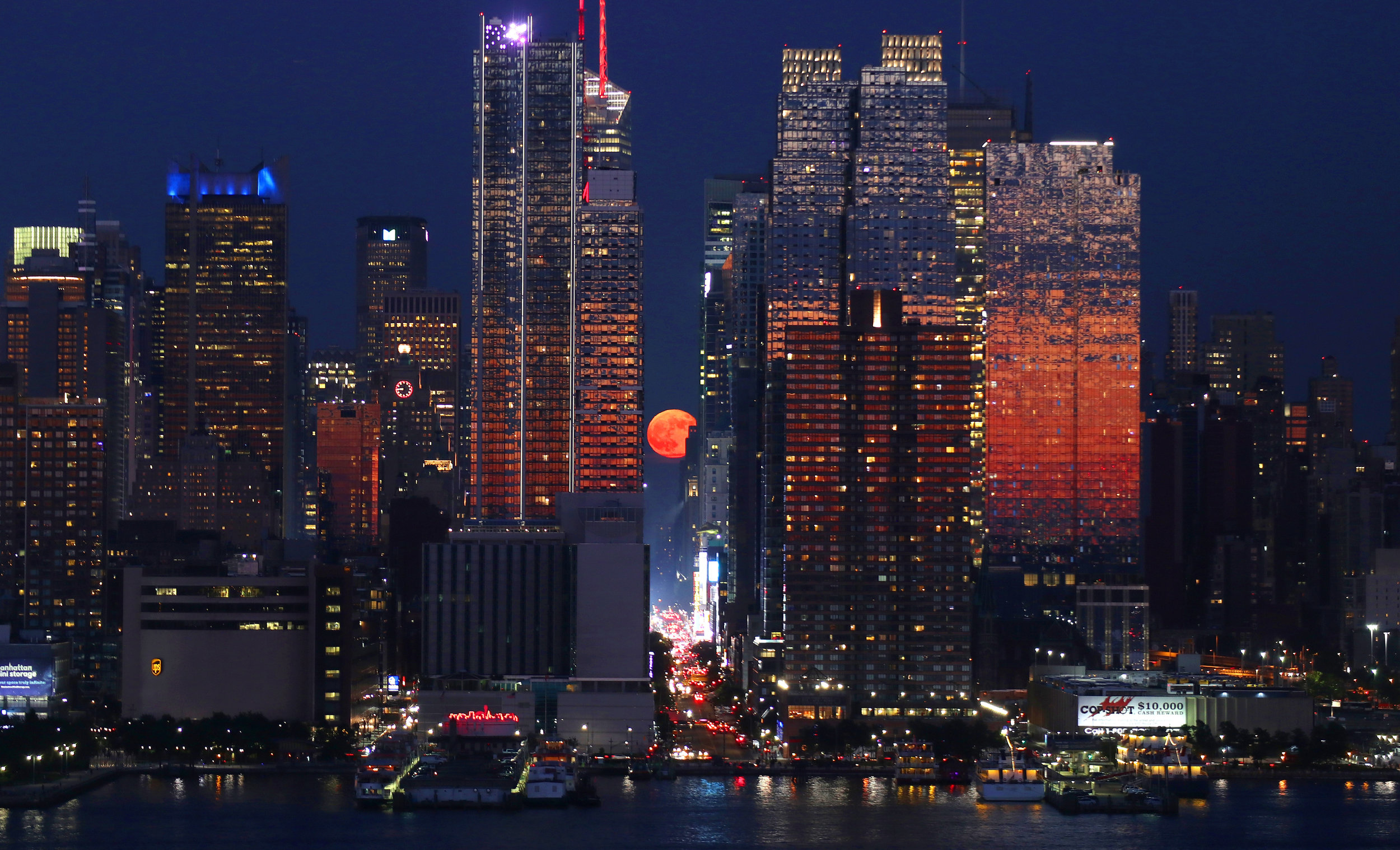 - 1st Place - Gary Hershorn - 42nd Street Moonrise - Independent
