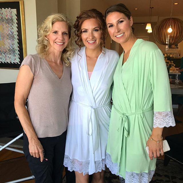 Ultimate makeup trio :: 💓 MOB 💓 BRIDE 💓 MOH 💓 . . . #minimakesmepretty #mua #muachicago #makeupartist #makeupartistchicago #augustbride #chicagobride #motherofthebride #bridalmakeup #maidofhonor #bridalpartymakeup #chicagowedding #davis2diaz