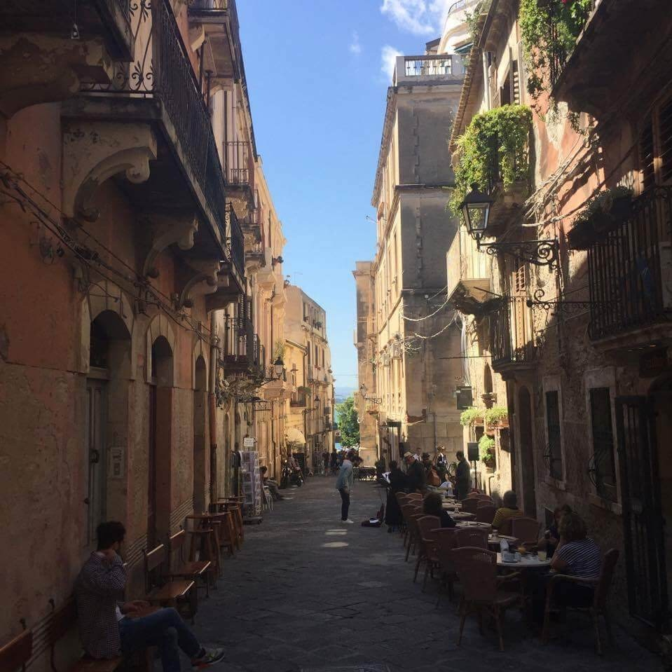 Taking a stroll through Ortigia, Syracuse you will fall in love with the fascinating antique feels at every corner of the island.