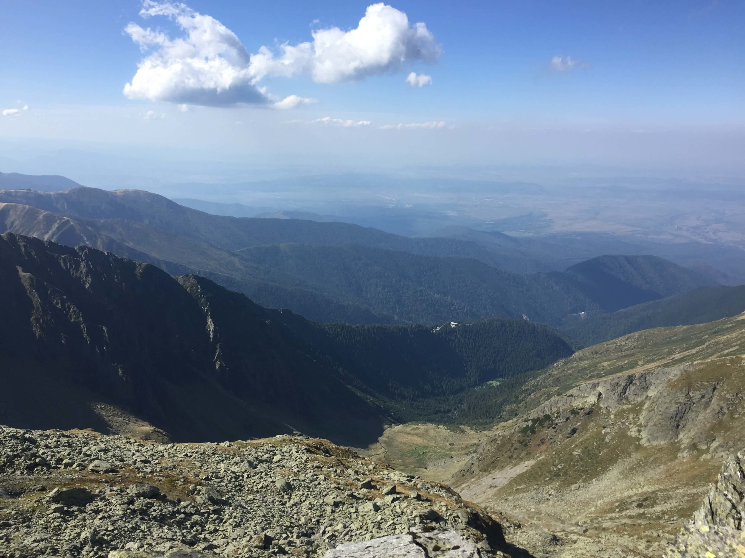 In the center of this picture you can see a white dot on the first ridge, which is the cabin hikers stay at on the way to Negoiu.