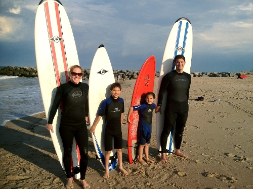 A group of surfers before their lesson.