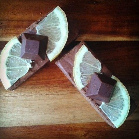 Summertime Refreshments with these Raw & Vegan Lemon Ganache Chocolate Brownie Bars...#rawchocolate #rawdessert #veganlife #glutenfree #sugarfree #ganache #brownie #rawspooon