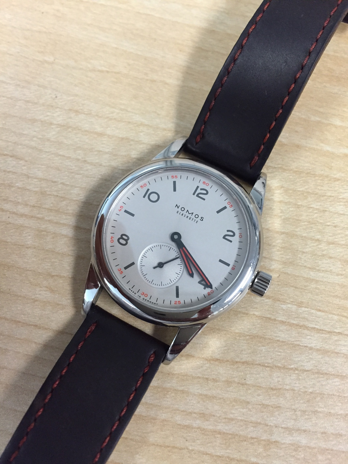 The ever lovable Nomos Club. Photo courtesy of FS listing on Watchuseek. Click through for more info.