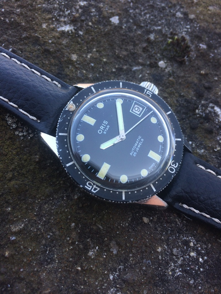 Nice compressor case and big fat, nicely patinated lume plots. Photo from FS listing, click through for more info.