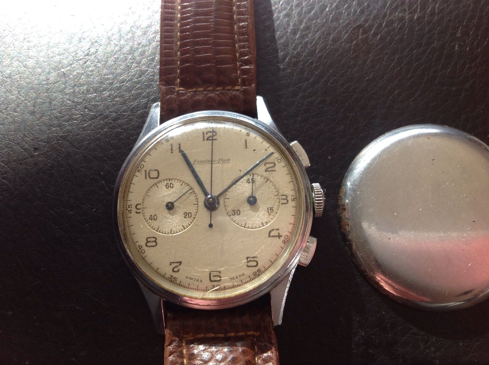 The dial is showing a bit of wear, but seems clean overall. Photo courtesy of FS listing on eBay, click through for full details.