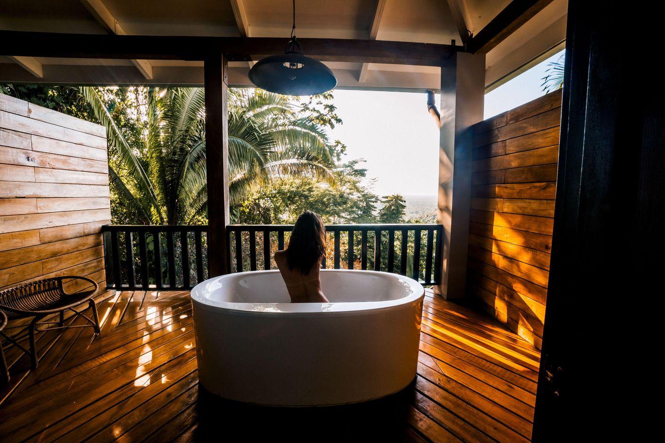 Canopy Suite Outdoor Bath.jpeg