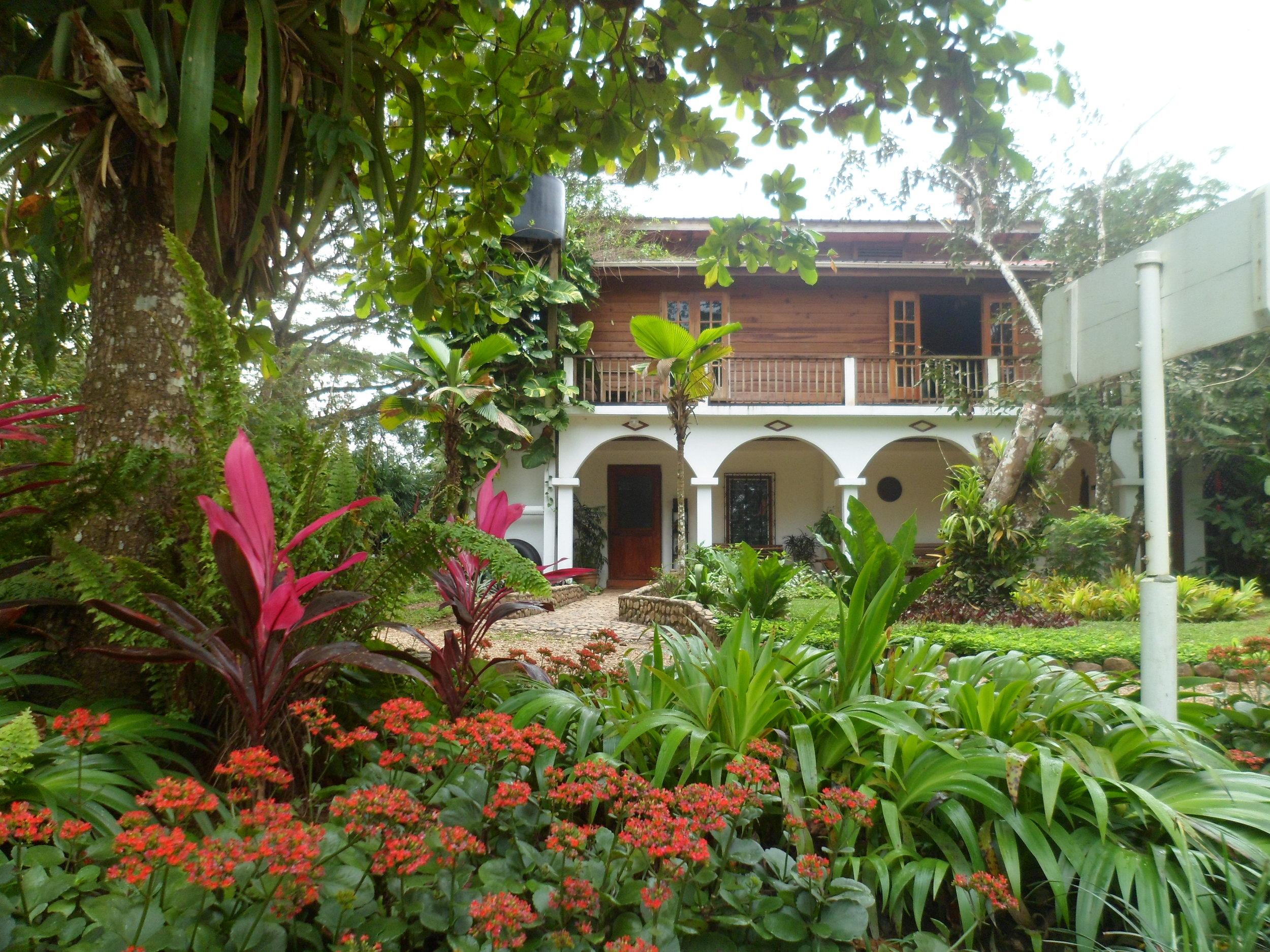 duPlooy_s Jungle Lodge- Recepcion.JPG