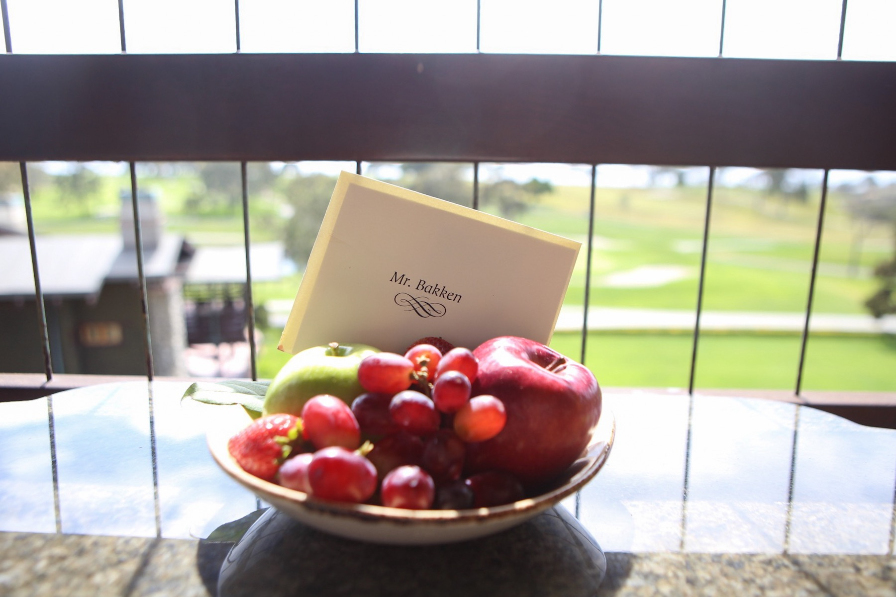 A welcome note and fruit basket from The Lodge at Torrey Pines.