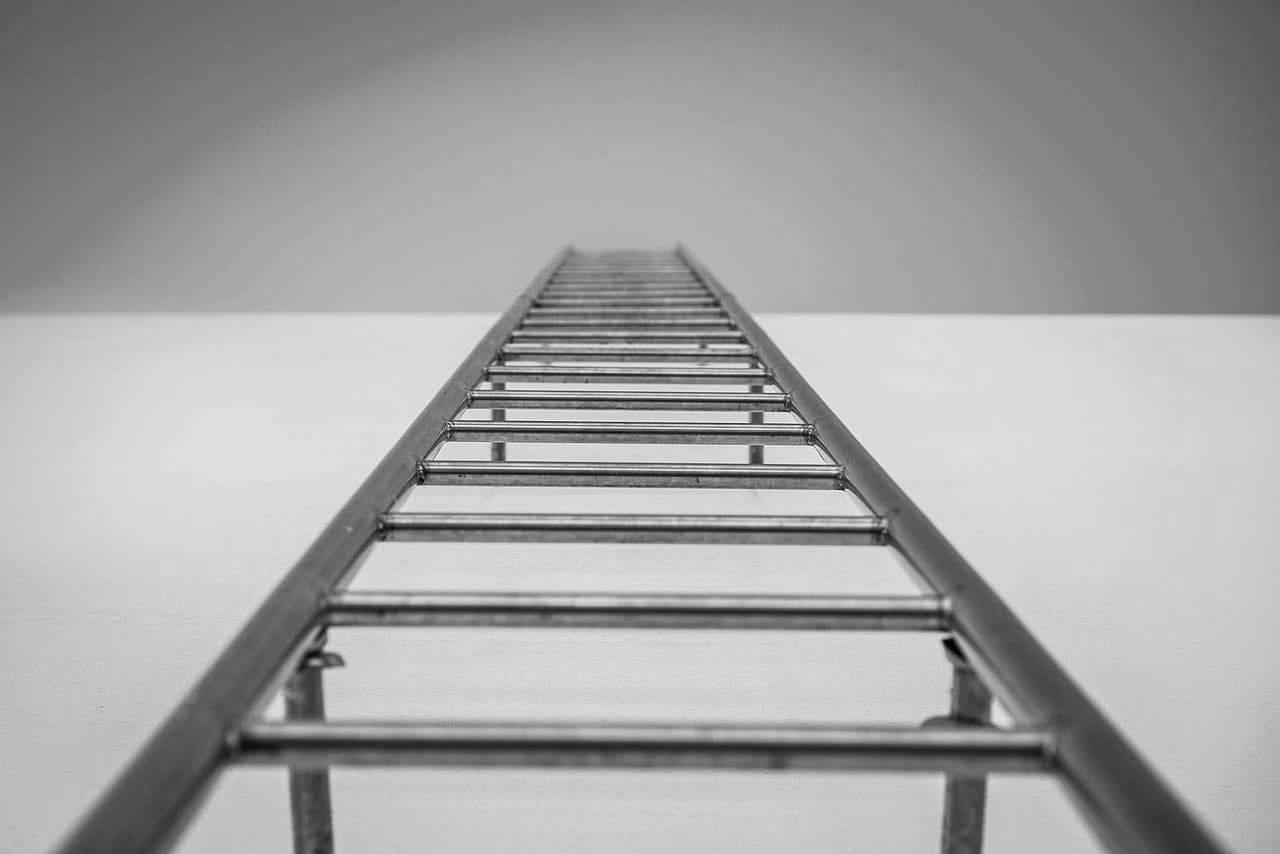 Hockey-referee-ladder