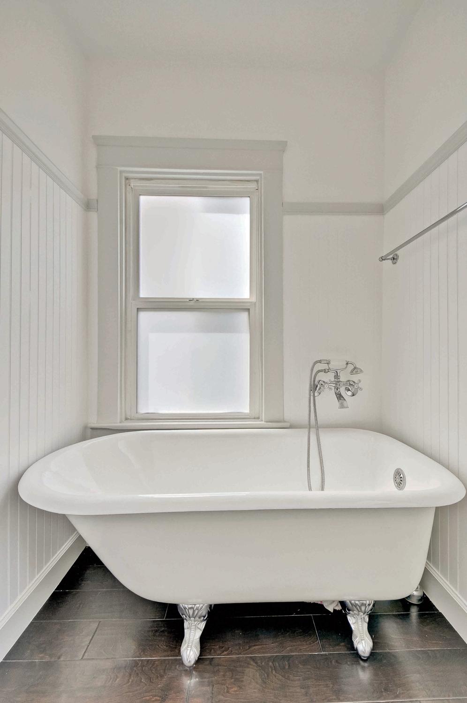 bathroom-p375401_web.jpg