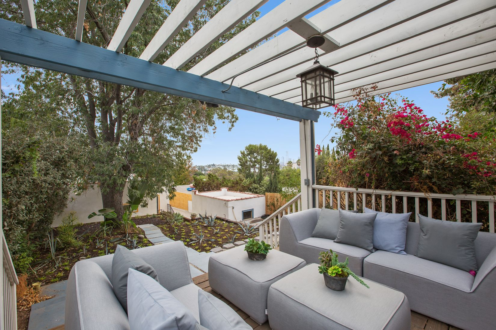 25patioWaterlooSilverLake.jpg