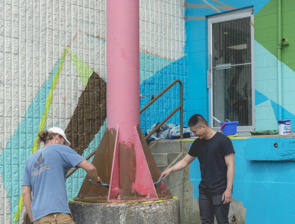 Project lead Ian Kaart and grad 18 student John Dimal adding some pink.