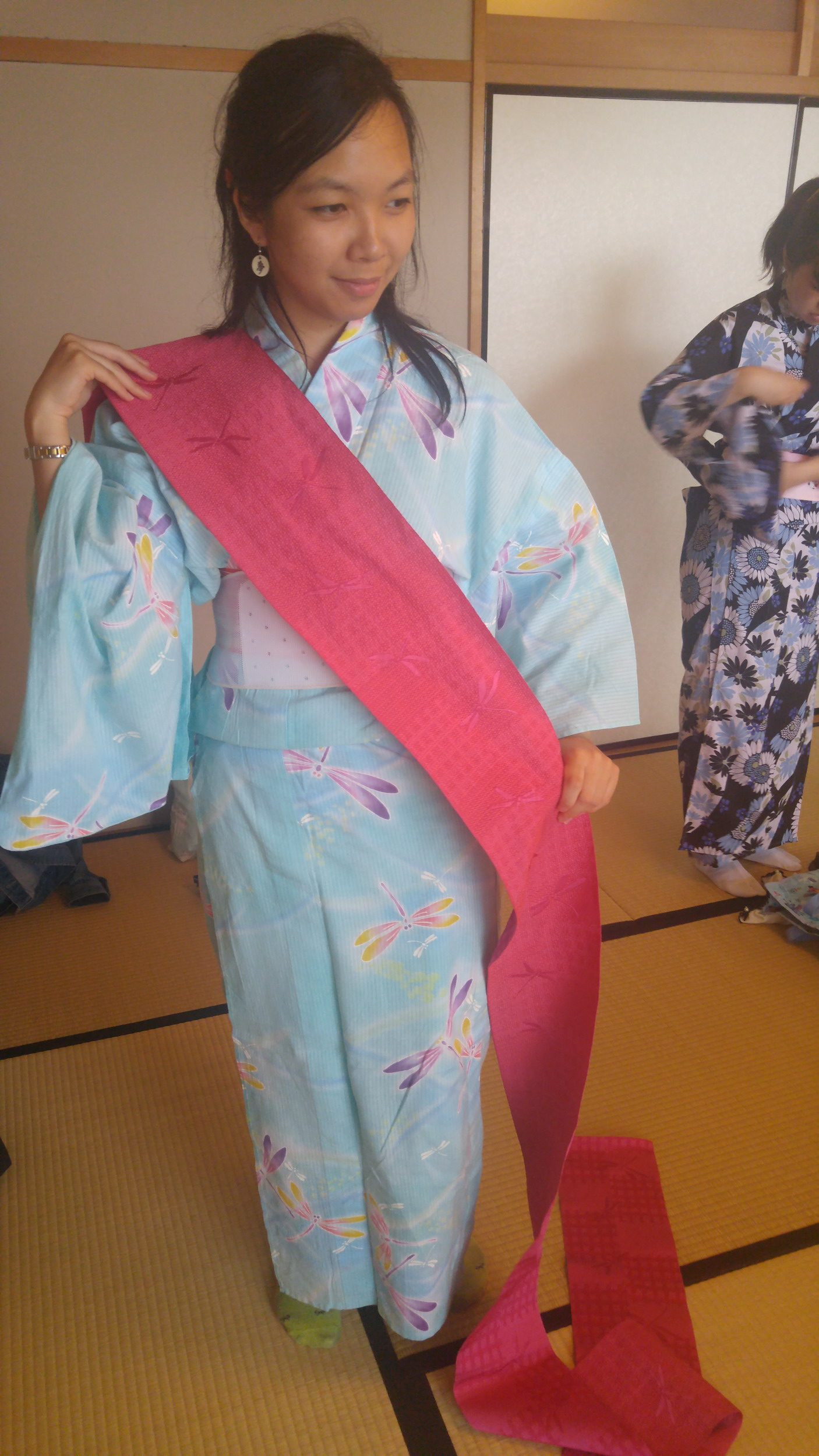Tea ceremony: trying on yukata