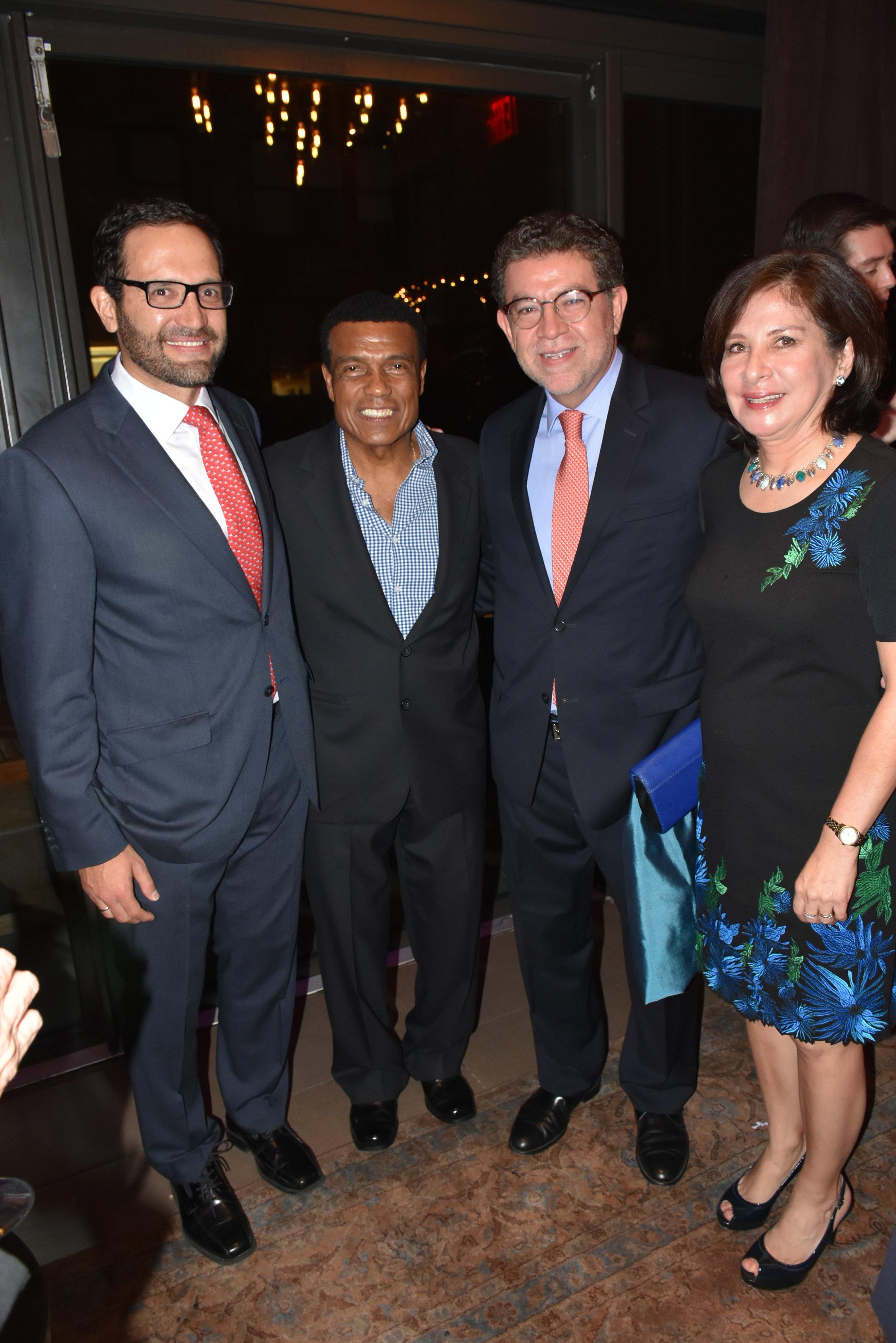 DSC_4817 - Fernando Bravo, Teofilo Cubillas, Gustavo Meza Cuadra (Embajador ante las Naciones Unidas) y Sonia Meza Cuadra.JPG
