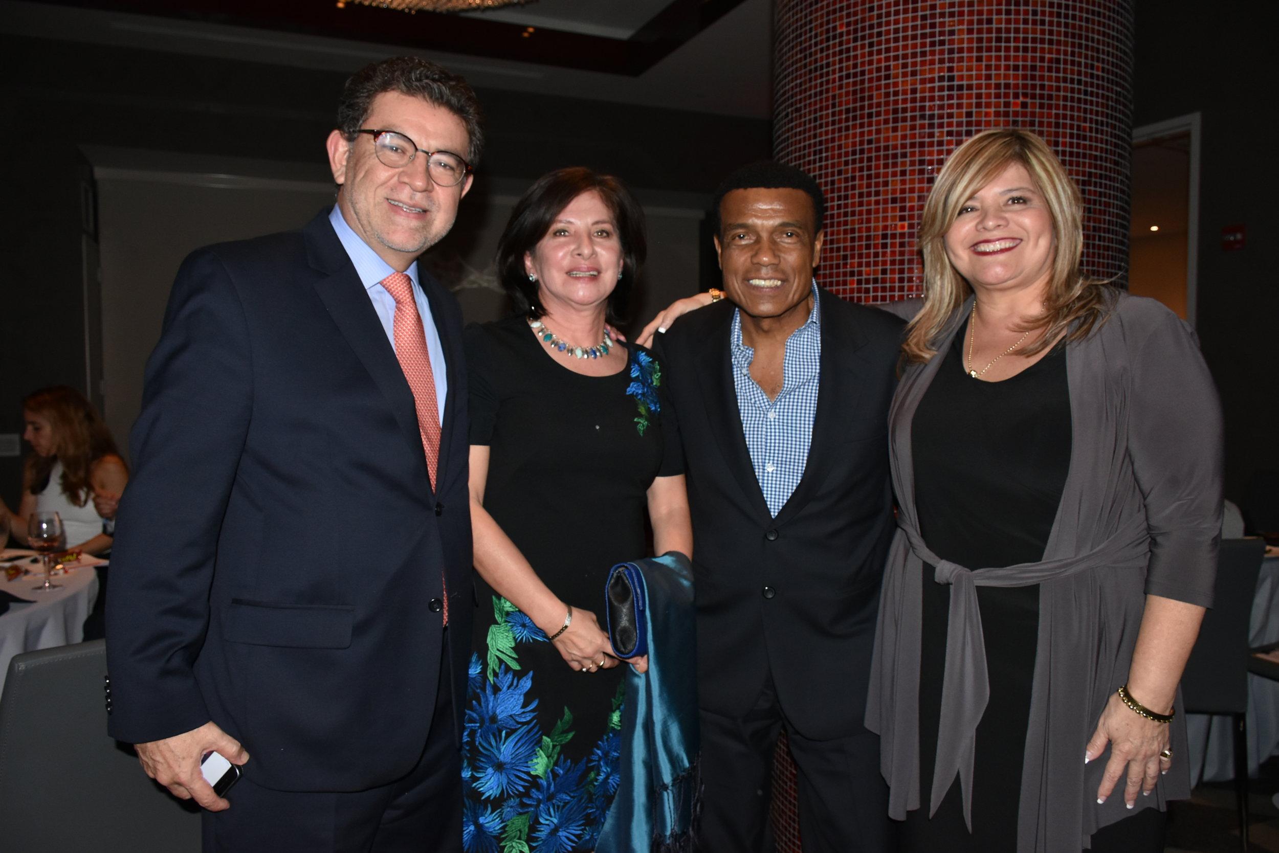 DSC_5083 - Gustavo Meza Cuadra (Embajador ante las Naciones Unidas), Sonia Meza Cuadra, Teofilo Cubillas y Melvi Davila.JPG