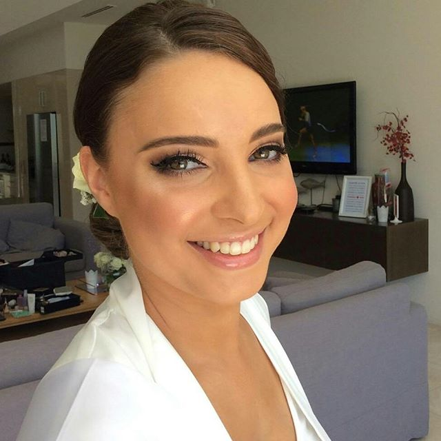 My beautiful glowing bride Tamara 👰  #nofilter #noretouchingneeded #natalieportmanlookalike #jessicacagney #makeupartist #makeup #hairstylist @stephens.jaclyn 🙆 #weddingmakeupartist #weddingday  #ilovemyjob #ilovemakeup #bride  #livingmydream #eyelashesextensions  #glowing #stunning #glowingskin #naturalbeauty #goldcoastmakeupartist #weddingmakeupartistgoldcoast #awardwinningbridalmakeupartist #abiaawardwinningmakeupartist #makingeverydaywomenbeautiful