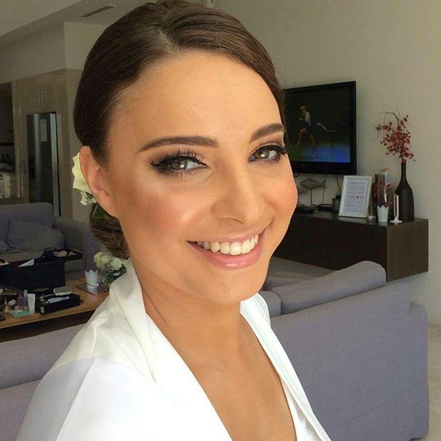 My beautiful glowing bride Tamara 👰  #nofilter #noretouchingneeded #natalieportmanlookalike #jessicacagney #makeupartist #makeup #hairstylist @stephens.jaclyn 🙆 #weddingmakeupartist #weddingday  #ilovemyjob #ilovemakeup #bride  #livingmydream #eyelashesextensions  #glowing #stunning #glowingskin #naturalbeauty #goldcoastmakeupartist #weddingmakeupartistgoldcoast #awardwinningbridalmakeupartist #abiaawardwinningmakeupartist #makingeverydaywomenbeautiful