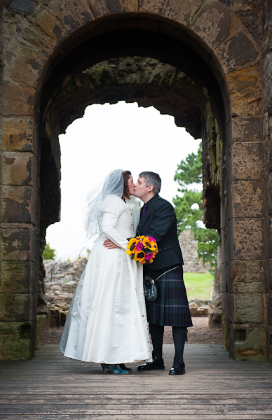 Alison-Jons-Wedding-at-Dirleton-Castle-2.jpg