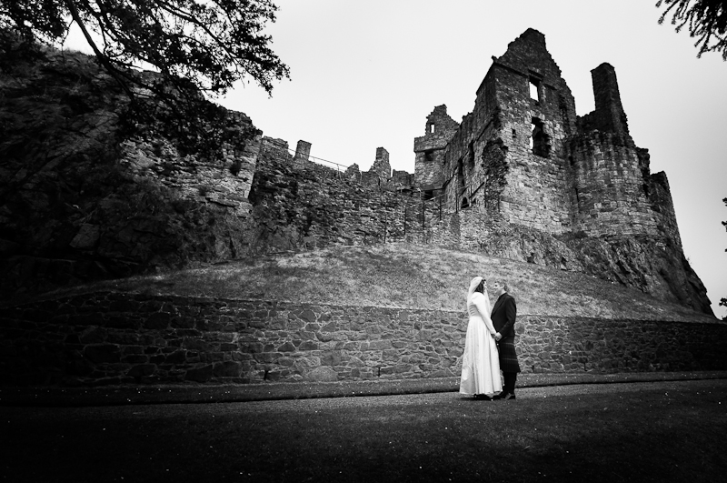 Alison-Jons-Wedding-at-Dirleton-Castle-3.jpg