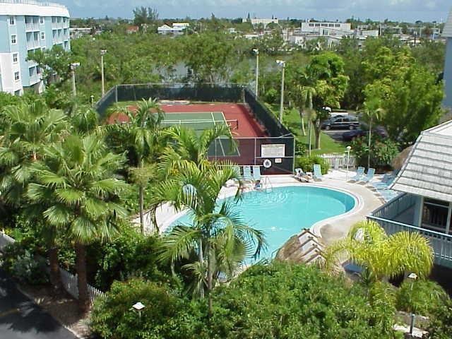 La Brisa Condos Pool and Tennis Court Pic1