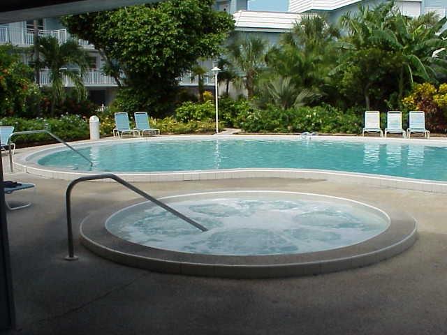 La Brisa Condos Pool and Hottub