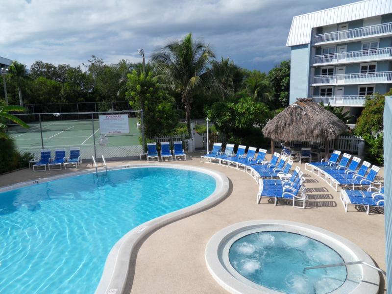 La Brisa Condos Pool and Hottub Pic2