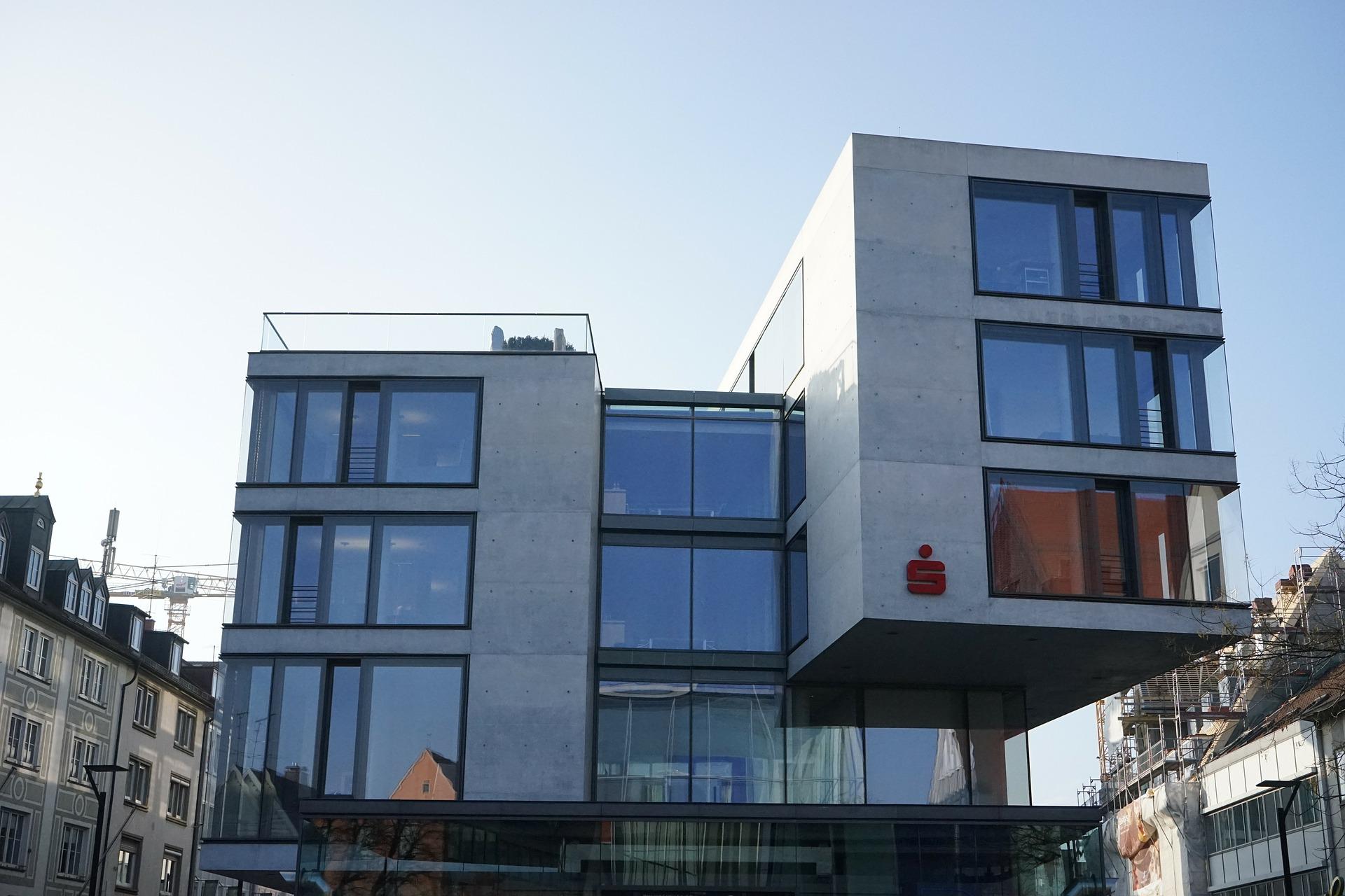 building-271195_1920.jpg