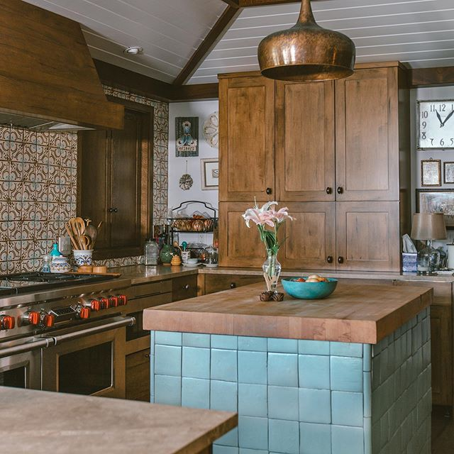 Great looking and very functional chef's kitchen for a great family in Jacksonville Beach. 📷: @cristinadaniellephoto  #homerenovation #jacksonville #homeremodel #neptunebeach #atlanticbeachfl #contractor #builder #designbuild #kitchen #kitchenremodeler #kitchenrenovation