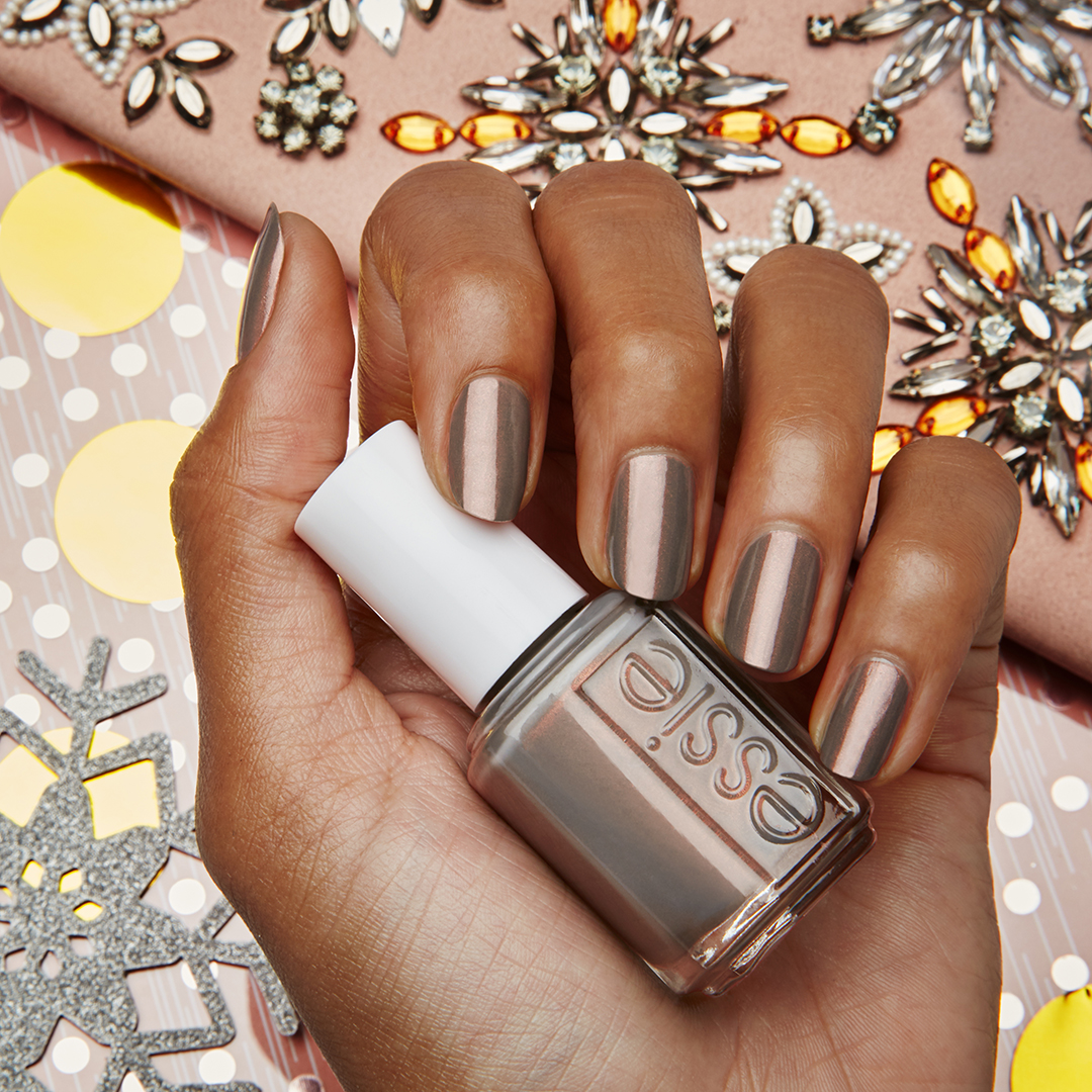 ESSIE_US_Aug17_W_Socialites_385re.jpg