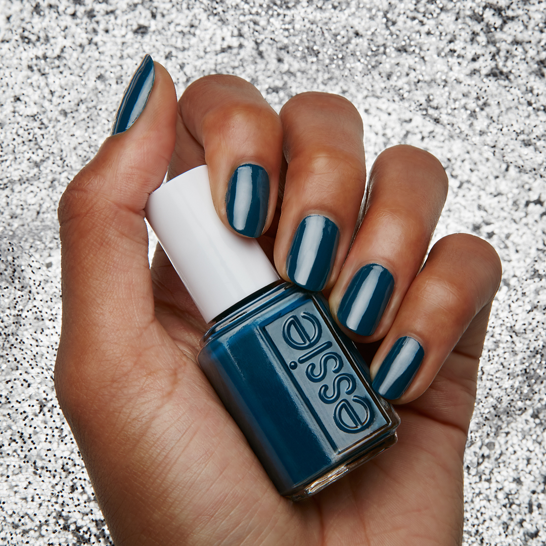 ESSIE_US_Aug17_W_Mistletoe_397re.jpg