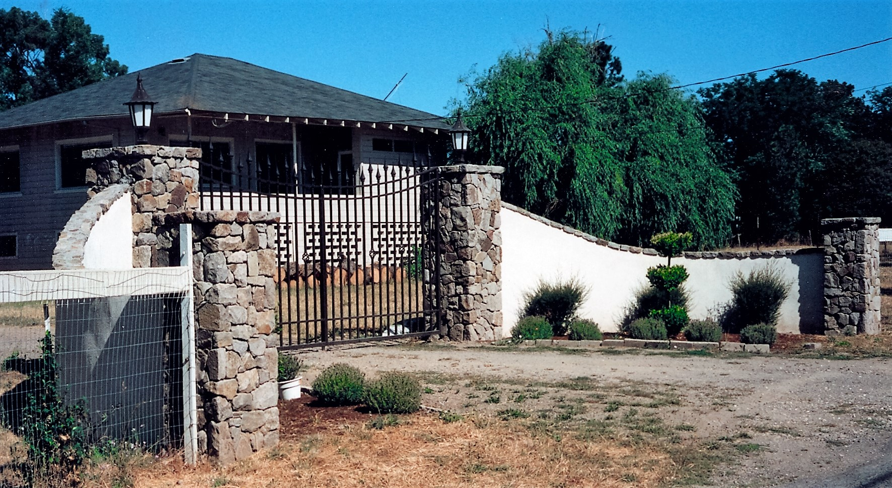 natural stone entry gates.jpg