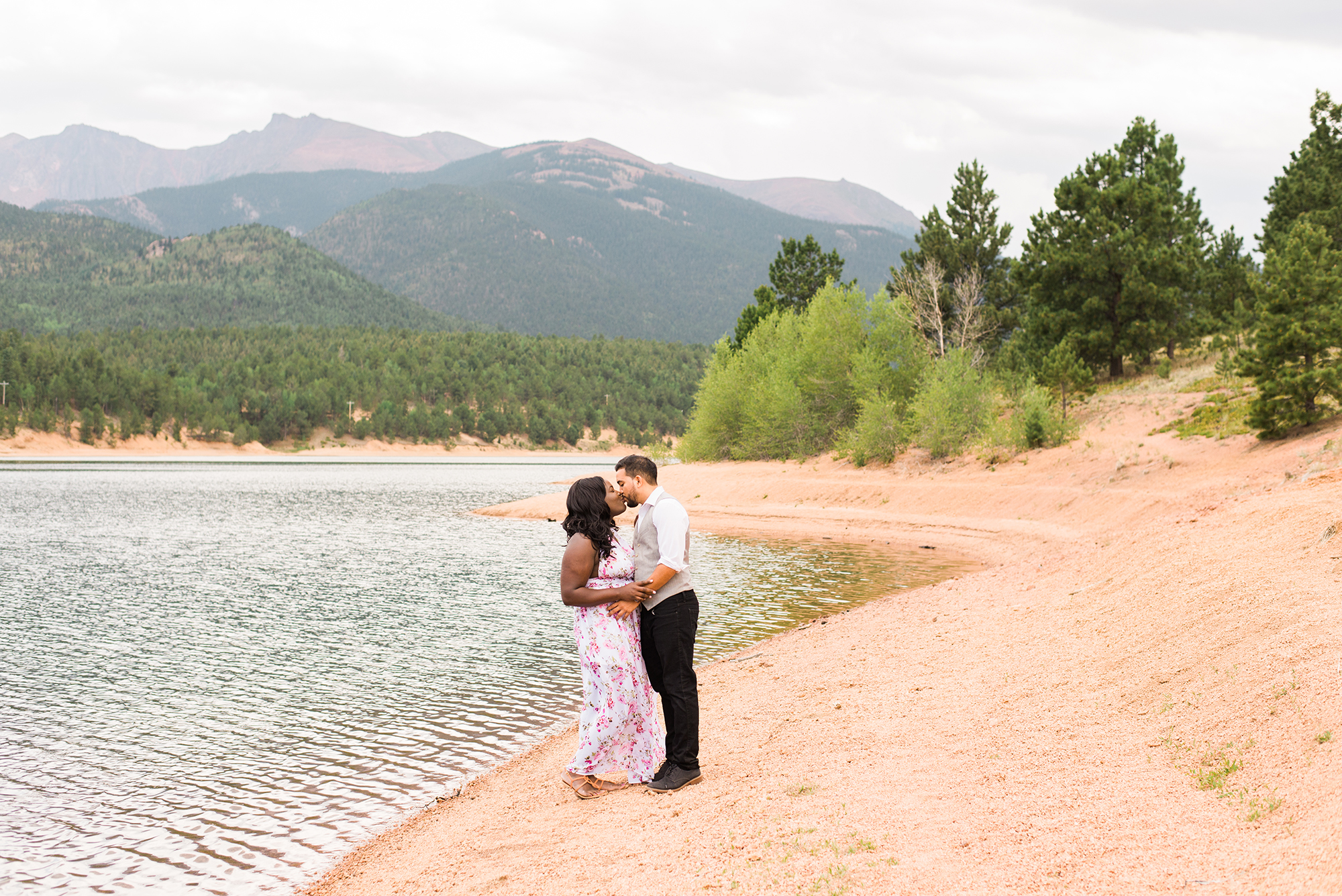 pikes-peak-engagement-photographer-colorado-springs-skylar-rain-3.jpg