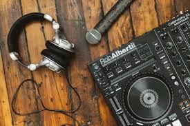 DJ : $300