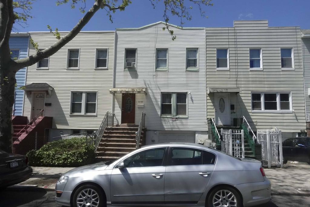 87-44 125 St - Richmond Hill,NY 11418This Home Features: 6 Br,3 BTH and 2000 Sqft LotSOLD:$687,000Click To Find Out More