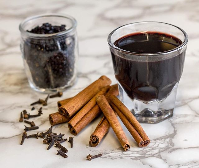 Have you been sick yet this winter? Surprisingly I've had a few colds this winter which is actually pretty rare for me. In light of that I've been stocking up on homemade herbal remedies for colds. I posted my recipe for elderberry syrup on my blog. Check it out, link in profile! #robustliving #coldandflu #elderberrysyrup
