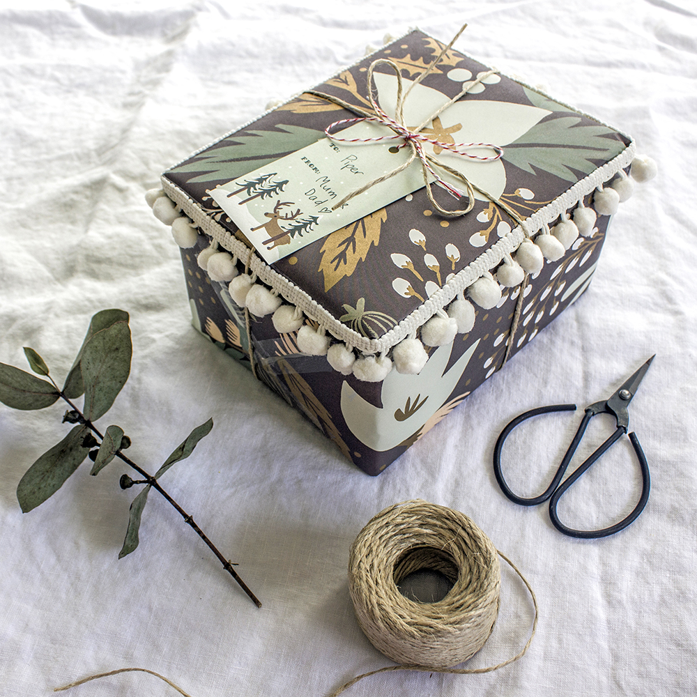 Poms4_DIY_Scandi_Gift_Wrapping_Ideas_by_Clever_Poppy_with_Scotch_Tapes.jpg