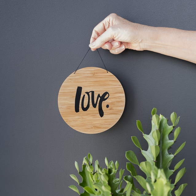 Arlo and Co 'Love Plaque'