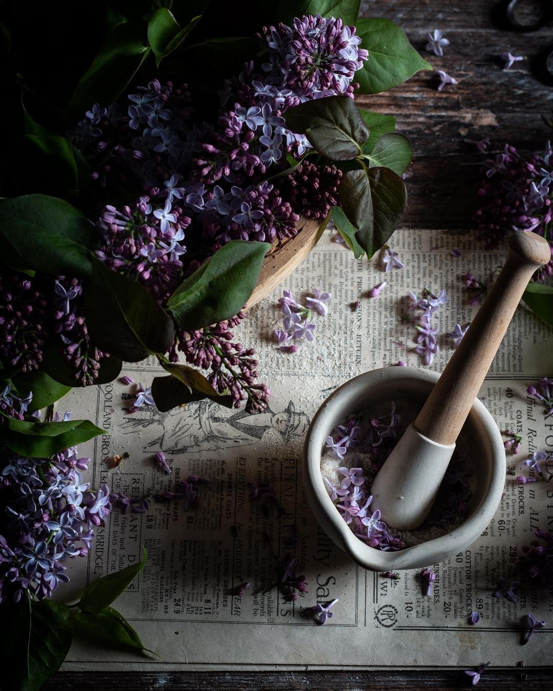 Beautiful lilac flowers being made into delicious lilac sugar. Source:  @twiggstudios