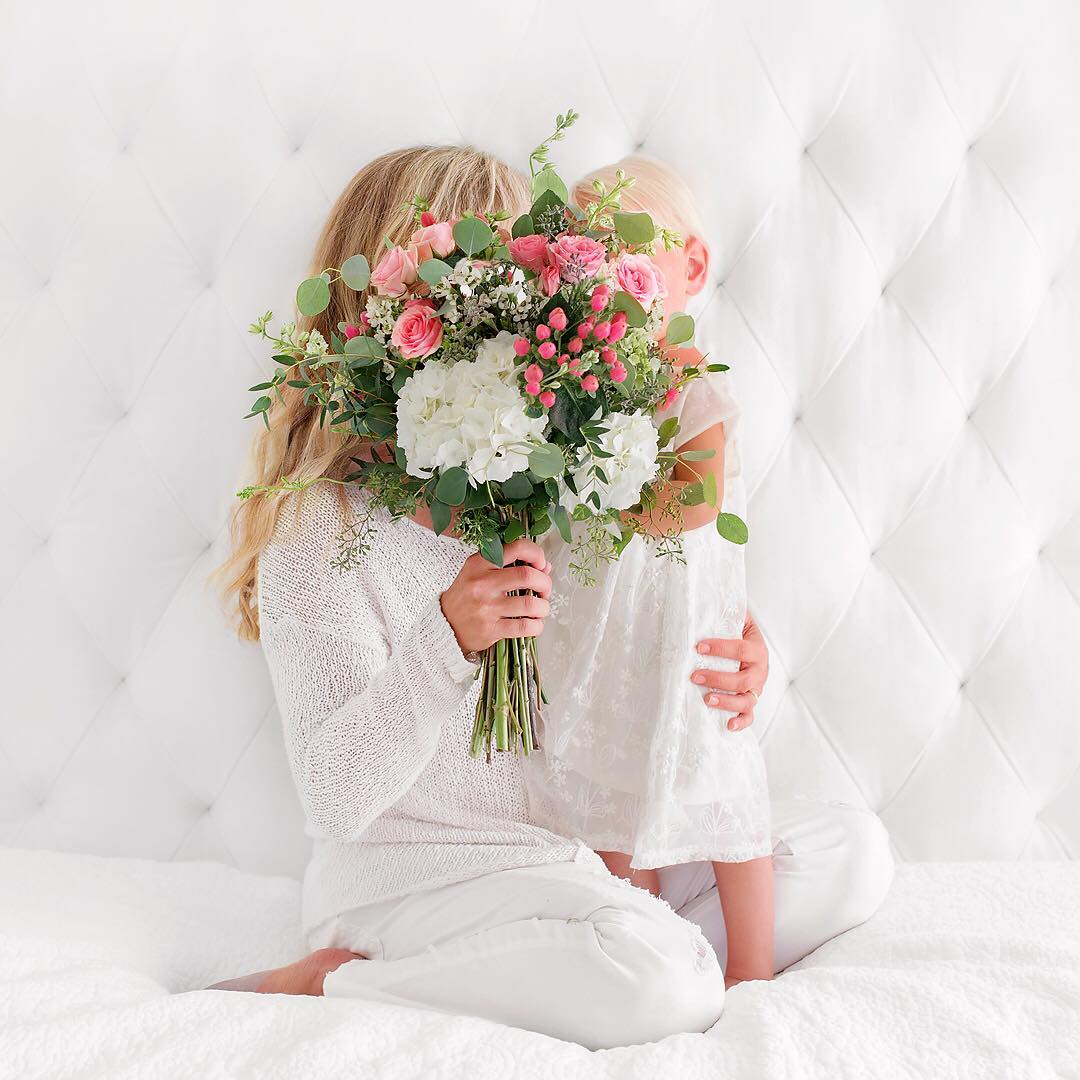 Flowers are always a handy prop, especially if you are a bit camera shy sometimes! Source:  @pattischmidt