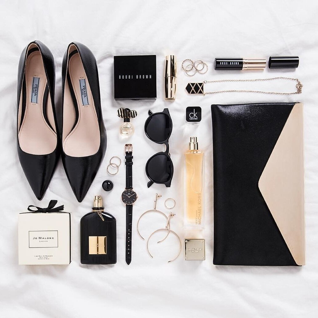 A neaty arranged flatlay featuring some black pumps. Source:  @whatshepictures