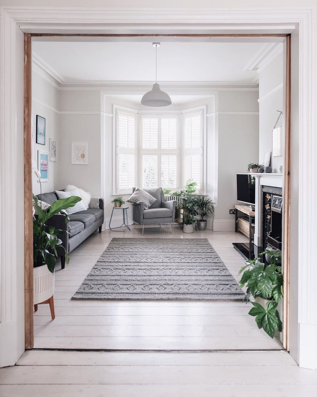 The pops of greenery has brought Hannah's space to life.  Source: @hannahargyle