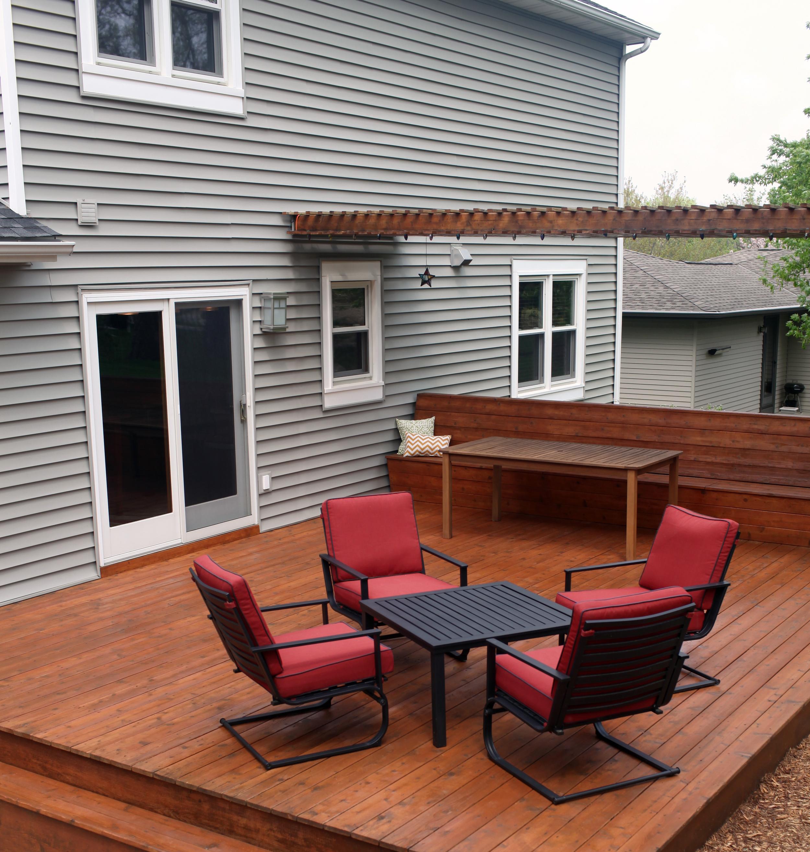 Deck-SmallWithTableChairs-shutterstock_139019459.jpg