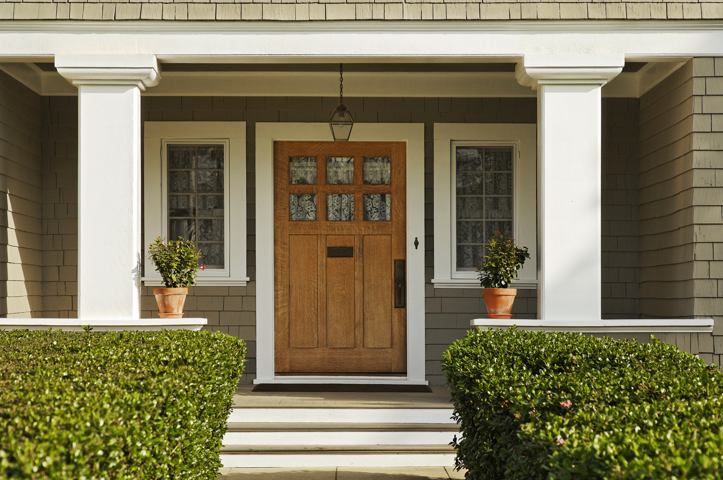 Porch-Front-SmallWelcomingCurbAppeal-shutterstock_79368820.jpg