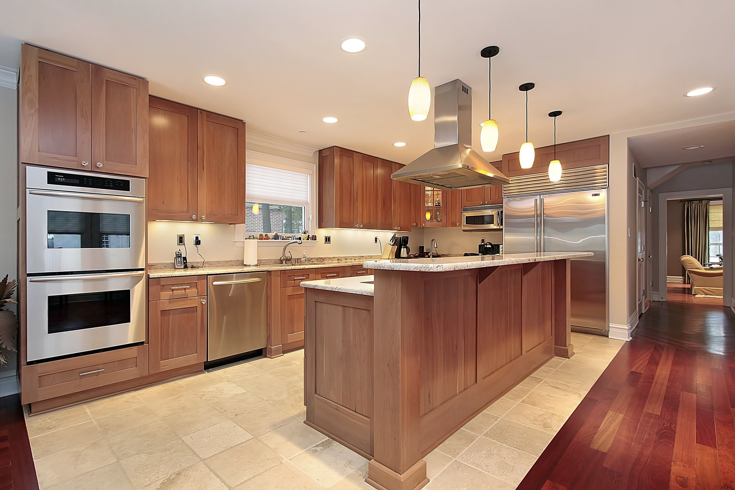Kitchen-With2TierIsland+DoubleOven-shutterstock_43891282.jpg