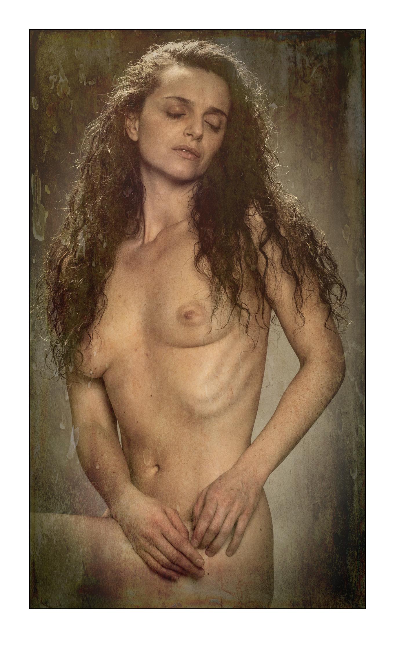 studio portrait-190223_EM-5-M5238122-cracked paint.jpg